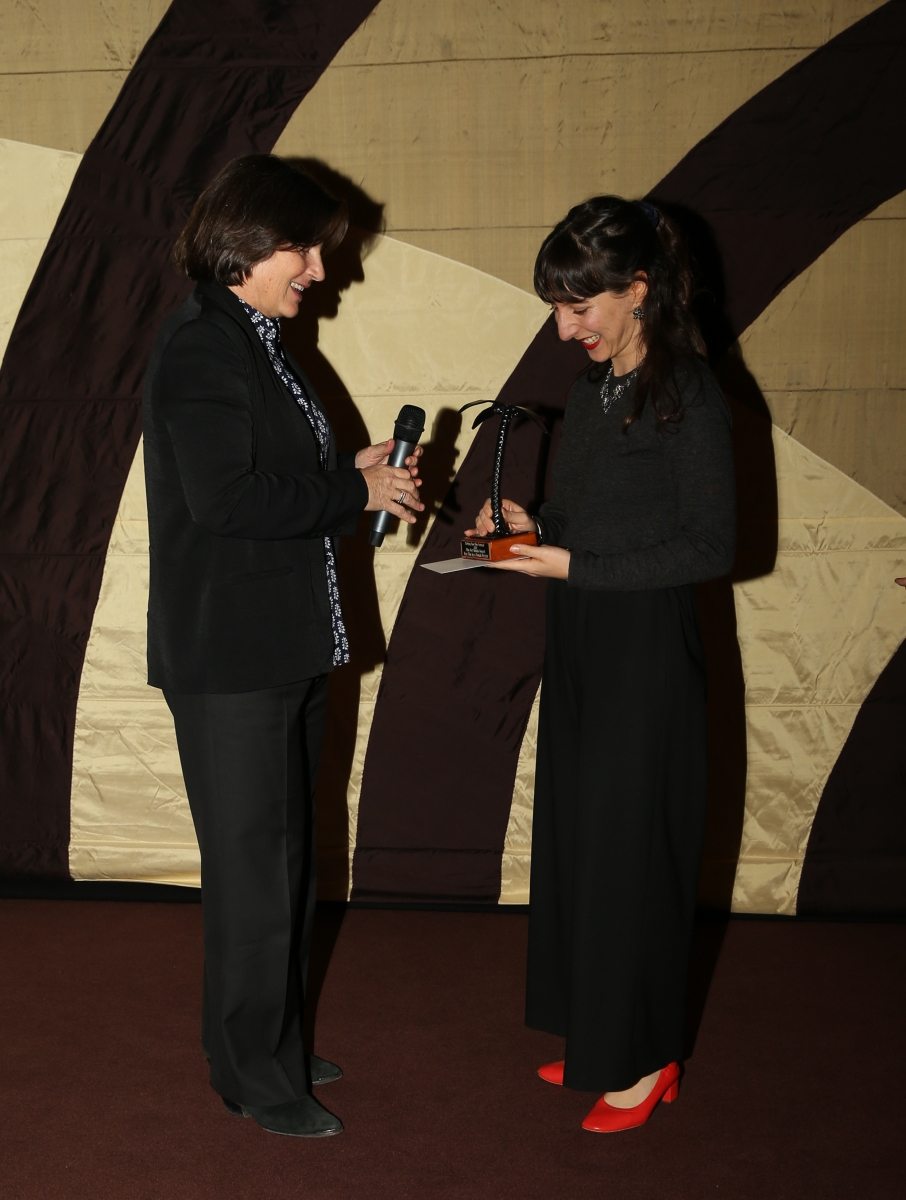 Sue-Maslin-presenting-trophy-to-Film-Art-Media-Award-for-Best-Film-By-A-Female-Director
